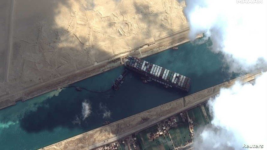 The ship stuck in the Suez Canal returns to its previous position at the width of the canal due to strong winds