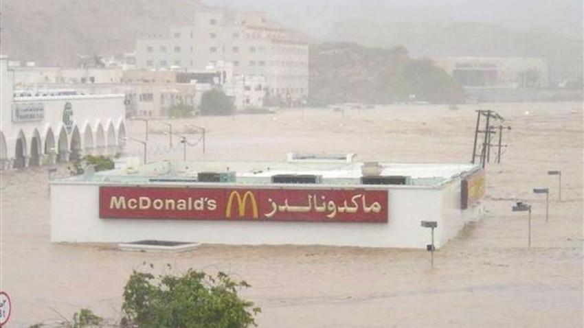 صور نادرة وتاريخية لتأثيرات اعصار جونو على مدينة مسقط وغرقها بشكل غير مسبوق