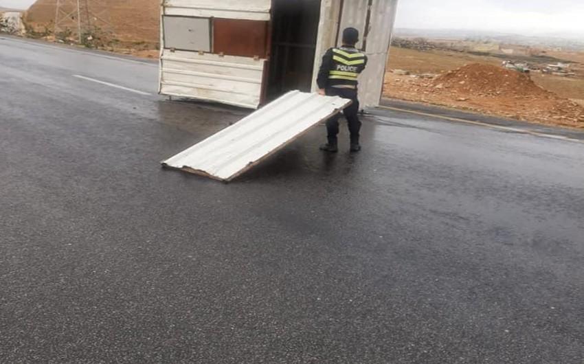 الأردن   الاشغال تتعامل مع تجمع رمال في مناطق مختلفة في المملكة