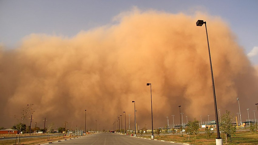 How can air hold that amount of dust and sand?