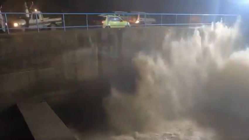 Video | Watch the moment the gates of Wadi Jizan dam were opened after the massive influx of rain water