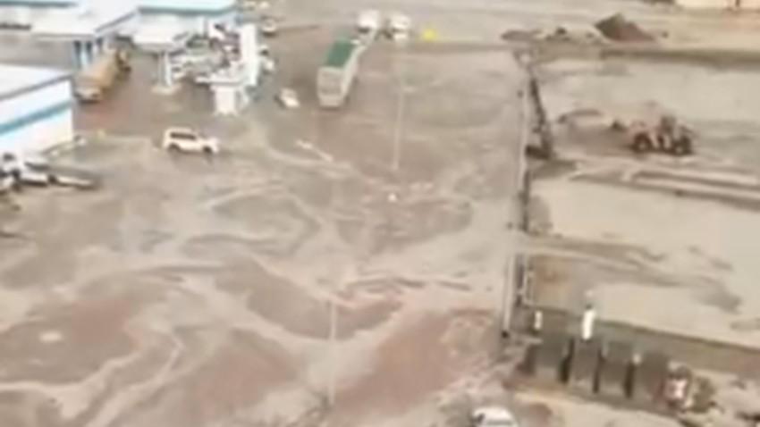 بالفيديو | سيول منقولة تاريخية تداهم المنازل والطرق الرئيسية غرب بيشه!