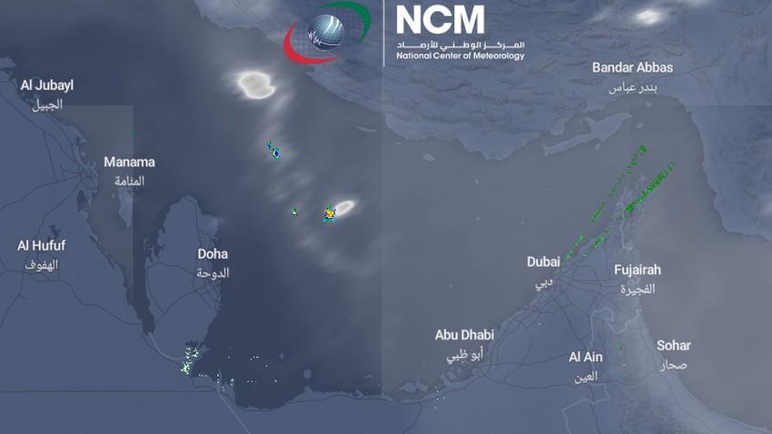 تحديث 12:05م | رصد تطور لسُحب رعدية ماطرة في سواحل الخليج العربي