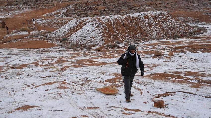 تحديث الساعة 5:00 فجراً | بدء تراكم الثلوج على مرتفعات جبل اللوز في منطقة تبوك