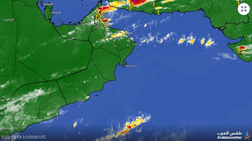 تحديث 2:40م   الأمطار تتساقط بغزارة على الجبال وتوقعات بامتدادها نحو مسقط والسواحل الساعات القادمة