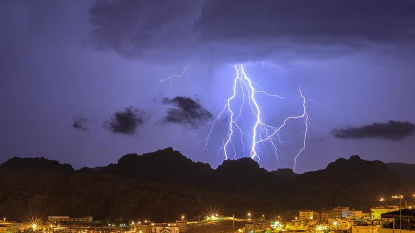 حالة متوسطة الى قوية من عدم الاستقرار الجوي تؤثر على المملكة مساء الجمعة والسبت