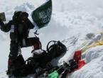 لأول مرة في التاريخ .. شابة سعودية تصل الى قمة جبل ايفرست
