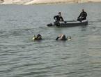 Des bateaux de la défense civile sauvent une personne noyée dans la mer Morte