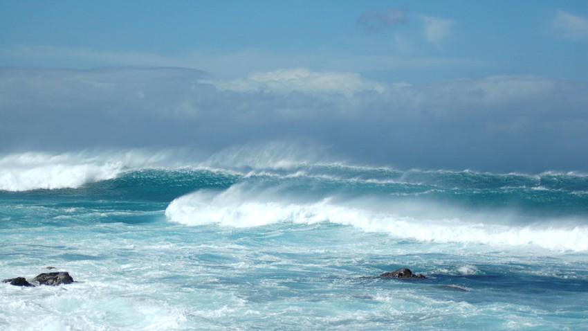 نهاية الأسبوع: ابتعاد العاصفة الرملية واستمرار الرياح النشطة واضطراب البحر