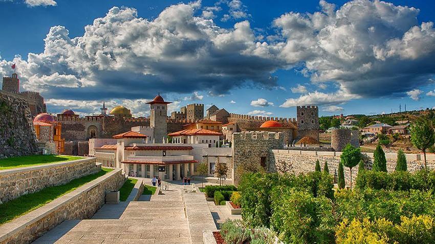 مدينة اخالتسيخ.. تسمى القلعة الصغيرة ولكنها هائلة