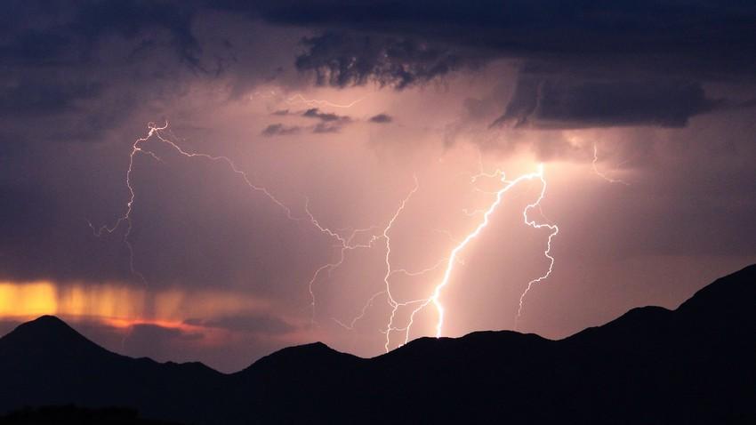 الأربعاء | تجدد نشاط السُحب الرعدية الماطرة على مرتفعات جازان وعسير