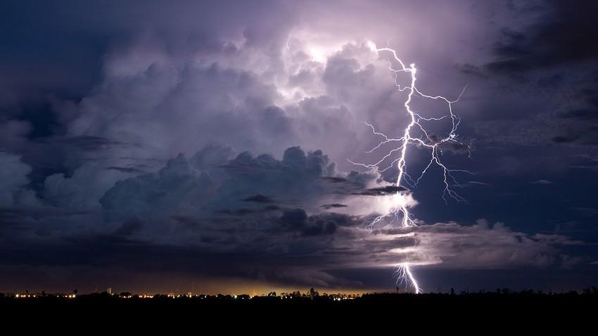السعودية | سُحب رعدية وأمطار متوقعة على أجزاء من منطقتي المدينة المنورة و مكة المكرمة نهاية الأسبوع