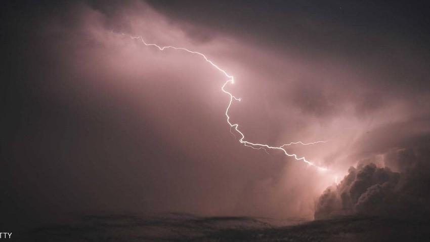 مقتل 27 وإصابة مئات في عاصفة رعدية بنيبال