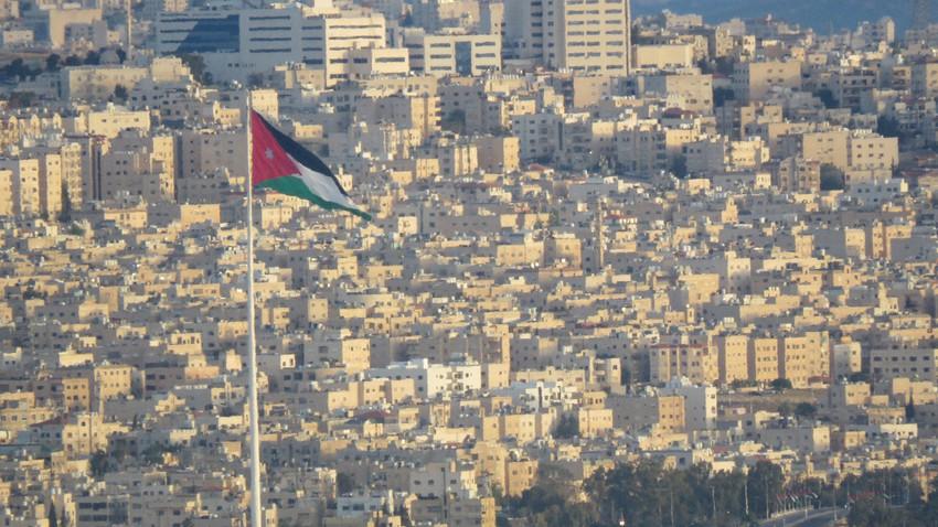 regardé Une illustration claire du Jabal al-Sheikh couvert de neige du quartier d'Abu Alanda, au sud de la capitale, Amman