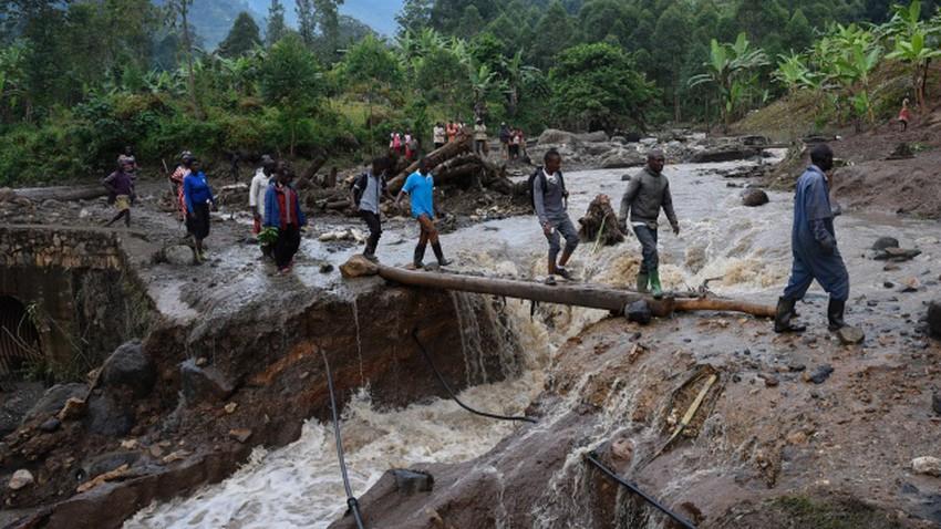 انهيار أرضي  يتسبب بوفاة 43 شخصًا في أوغندا