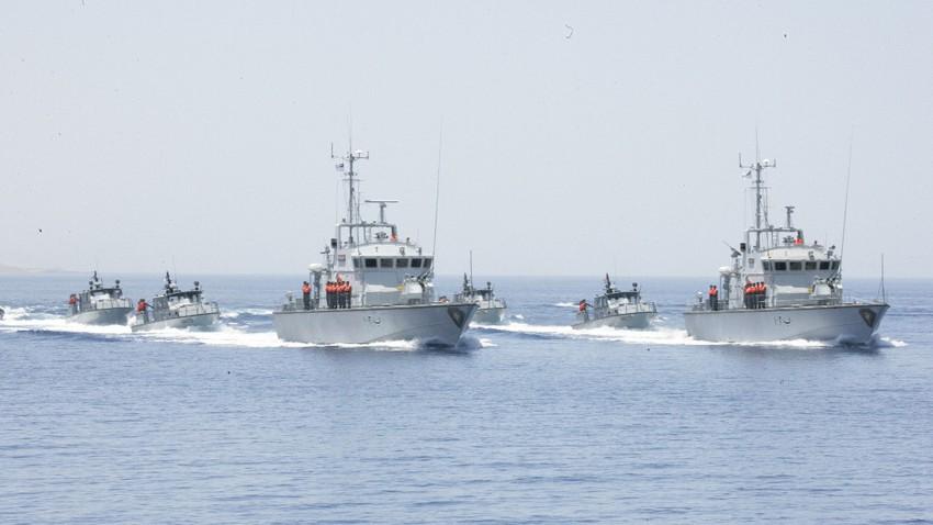 القوة البحرية في الأردن تنقذ زورق صيد بعد أن تعطل بفعل الرياح وارتفاع الموج