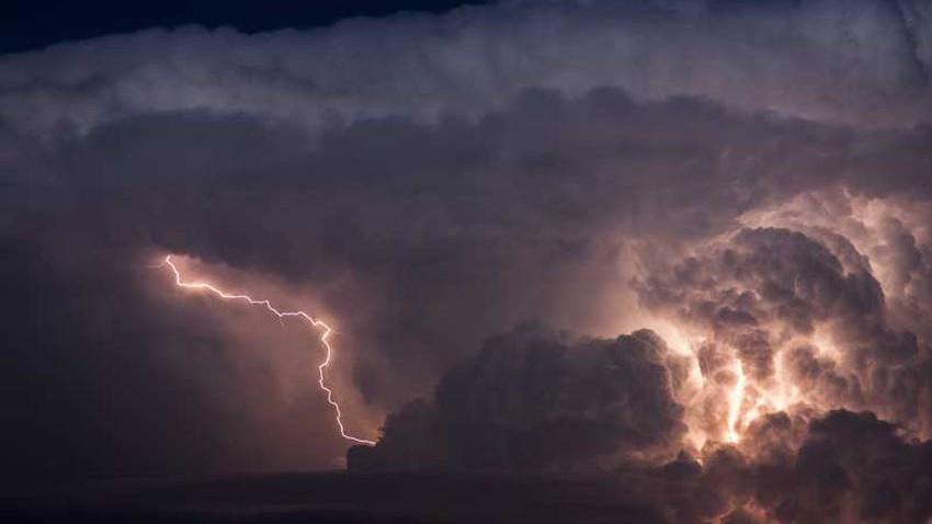 اليمن   زخات رعدية من الأمطار وامواج مضطربة في هذه المناطق الثلاثاء