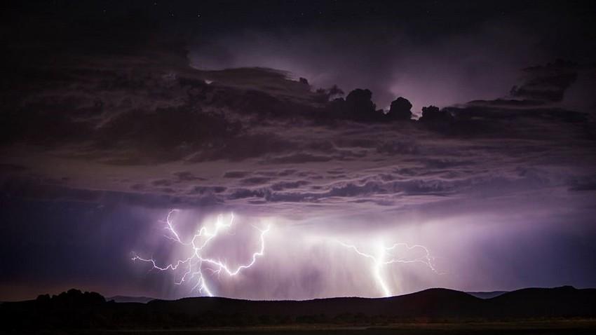 نجران | رطوبة مدارية تعمل على تجدد الامطار الرعدية الغزيرة ليلة الأربعاء/الخميس