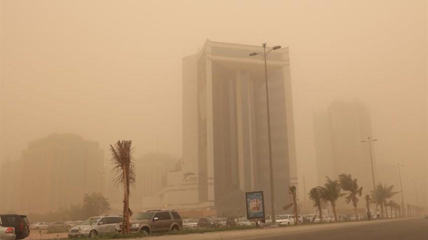 بالفيديو | موجة من الغبار الكثيف تؤثر على جدة وتنبيهات لمرضى الجهاز التنفسي ومرتادي الطرق