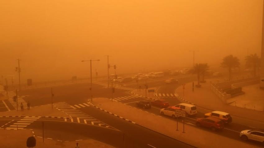 بالفيديو   عاصفة رملية تضرب مناطق الشمال والرؤية الأفقية معدومة في عرعر