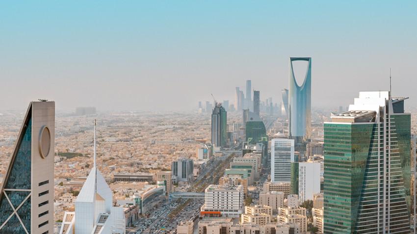 الطقس في دول الخليج العربي | ضباب مُحتمل في الإمارات واستمرار الأمطار الرعدية جنوب غرب السعودية واليمن