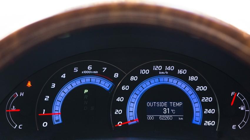 مستشعر درجة الحرارة الخارجية في المركبات
