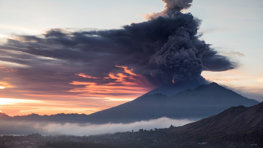 Volcano cripples the Philippines, and Manila authorities suspend work in schools, institutions, and even airports