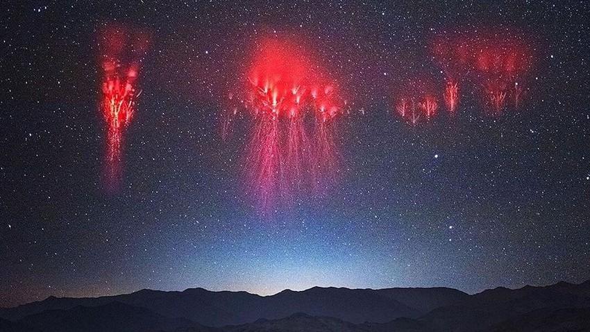 عدسة مصور في الصين تلتقط صور عجيبة لظاهرة عفريت البرق..فما هو عفريت البرق؟