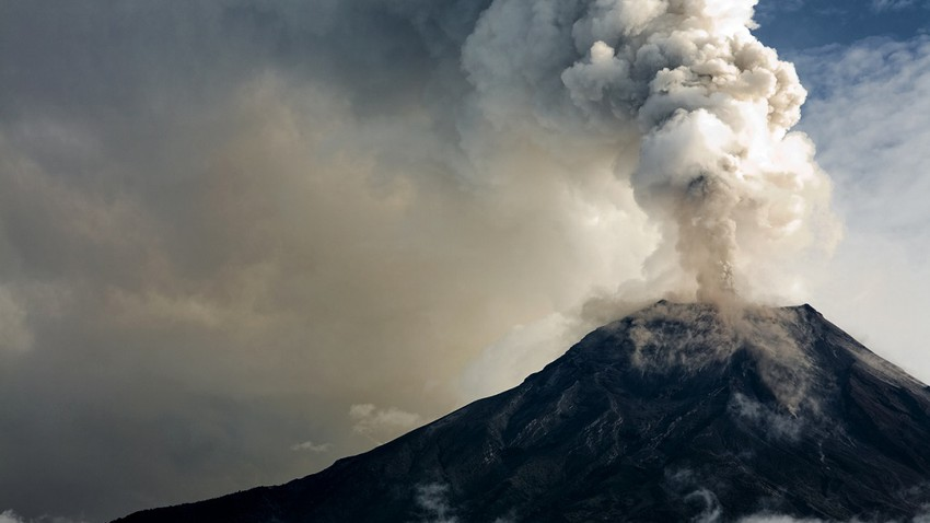 A volcanic eruption shakes the Caribbean island of St. Vincent, evacuating thousands of residents