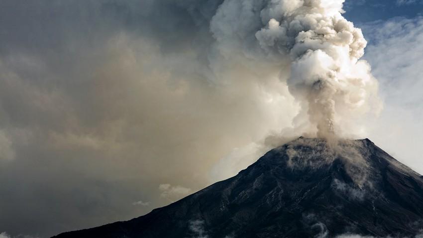 انفجار بركاني يهز جزيرة سانت فنسنت الكاريبية وإجلاء الآلاف من السكان