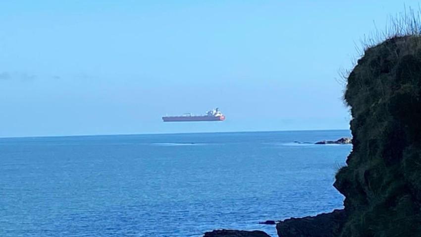 ما حقيقية السفينة التي انتشرت صورتها وهي تحوم في الهواء