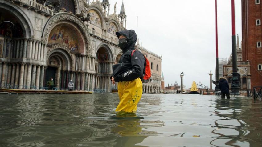 بالصور - الفيضانات تغمر البندقية مرة أخرى