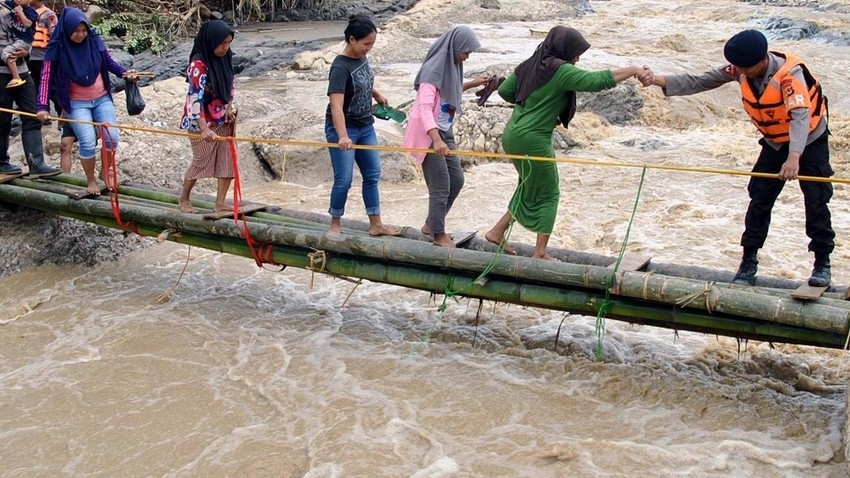 36 وفاة  بسبب الفيضانات في إندونيسيا و66 مفقود