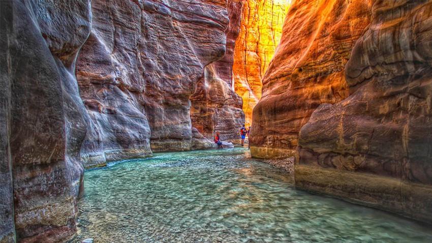 Wadi Mujib en Jordanie..une merveille naturelle qui attire les visiteurs et les amateurs d'aventure du monde entier