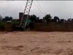 نيبال.. الفيضانات تتسبب بسقوط جسر