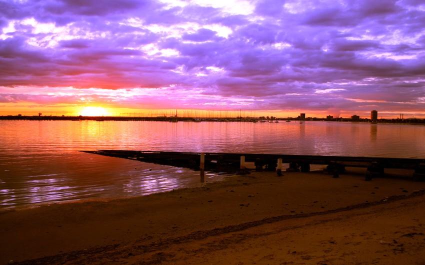 شاطئ سانت كيلدا: واحد من اجمل الاماكن السياحية فى ملبورن، وأحد علامات السياحة فى استراليا حيث المياة الصافية والرمال الجميلة
