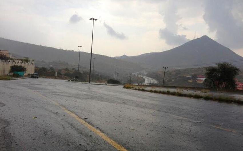بالصور : أمطار تُسبب تشكُل السيول في الطائف   طقس العرب ...